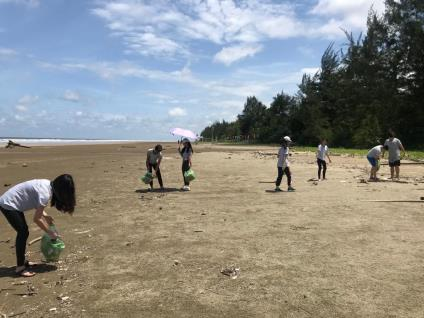 Doing Good As A Team:  We Went Beach Cleaning